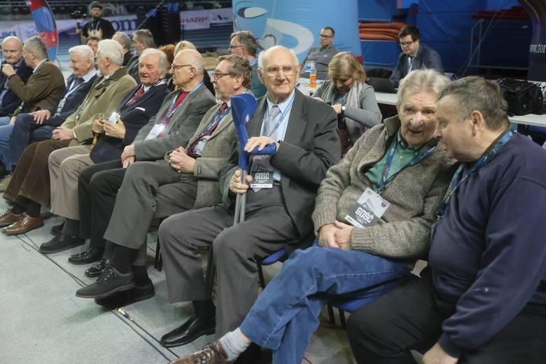 Przed meczem Polskiego Cukru Toruń z Treflem Sopot uhonorowano klubowych weteranów, w tym członków drużyny Twardych Pierników z 1959 roku. Nie zabrakło