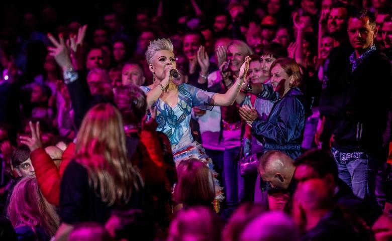 Zespół disco polo Piękni i Młodzi od początku 2020 roku nie schodzi z czołówek portali internetowych. Bójka pomiędzy chłopakiem Magdy Narożnej a partnerką