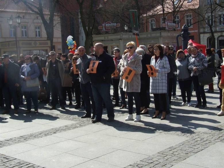 Strajk nauczycieli trwa. Poparcie dla strajkujących wyrażono między innymi na chełmińskim rynku. - Wiec poparcia w Chełmnie zorganizowaliśmy spontanicznie.
