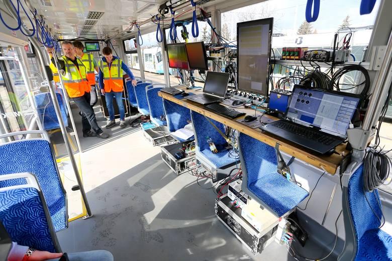 Specjalny tramwaj sprawdza stan torowisk we Wrocławiu (ZDJĘCIA)