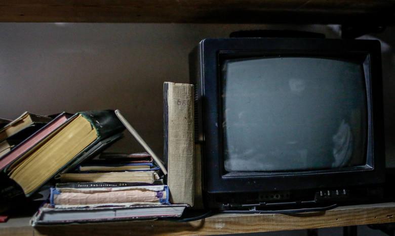 Abonamentu RTV nie muszą płacić też seniorzy, którzy ukończyli 75 lat. Ich uprawnienie do zwolnienia od opłat ustala Poczta Polska SA na podstawie danych