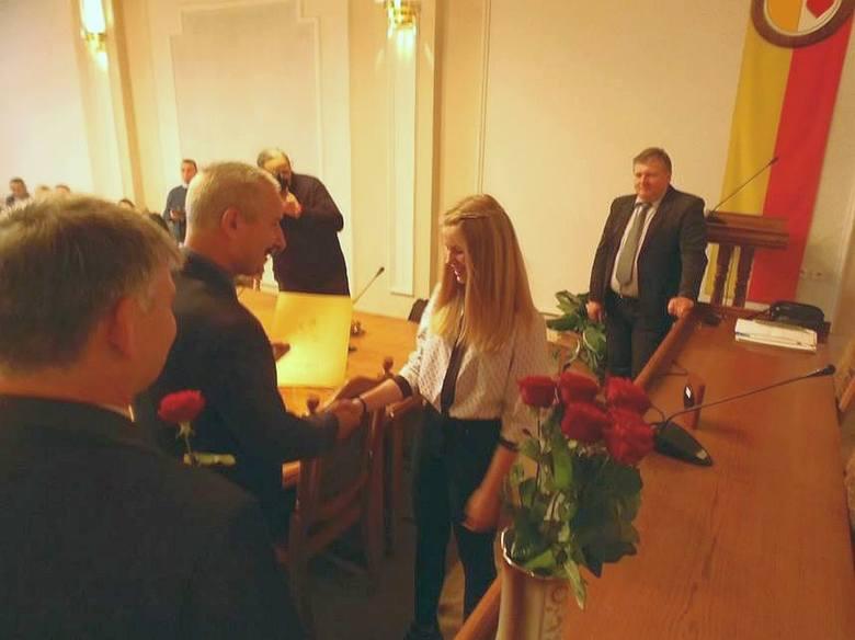 Burmistrz gratulował uczniom dobrych wyników i   dla każdego znalazł miłe  słowa i  zachęcał do  dalszej pracy
