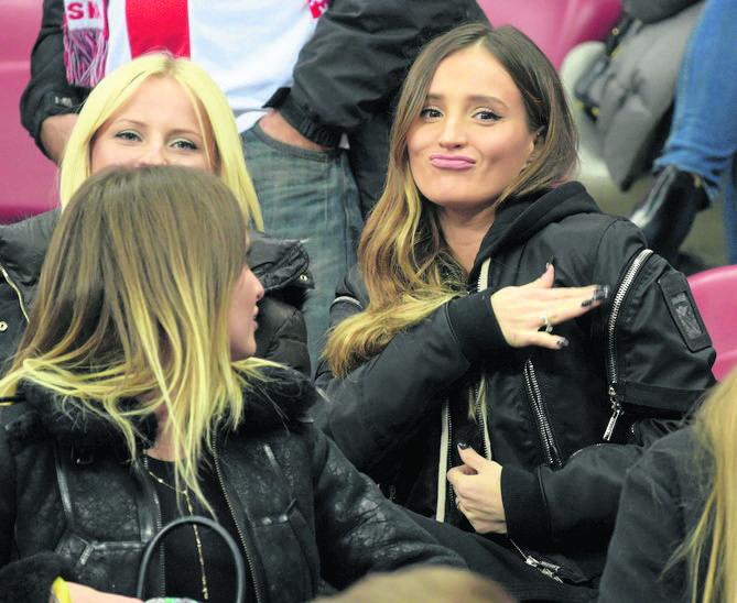 Marina Łuczenko-Szczęsna, żona bramkarza polskiej reprezentacji Wojciecha Szczęsnego, to obok Anny Lewandowskiej najpopularniejsza polska WAGs