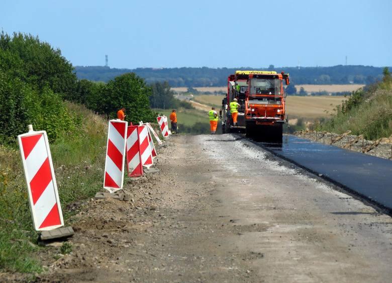 Zobaczcie jak wygląda postęp prac przy remoncie drogi Ustka - Darłowo, od naszej miejscowości do granic województwa. Widać już, że nastąpiły zmiany w