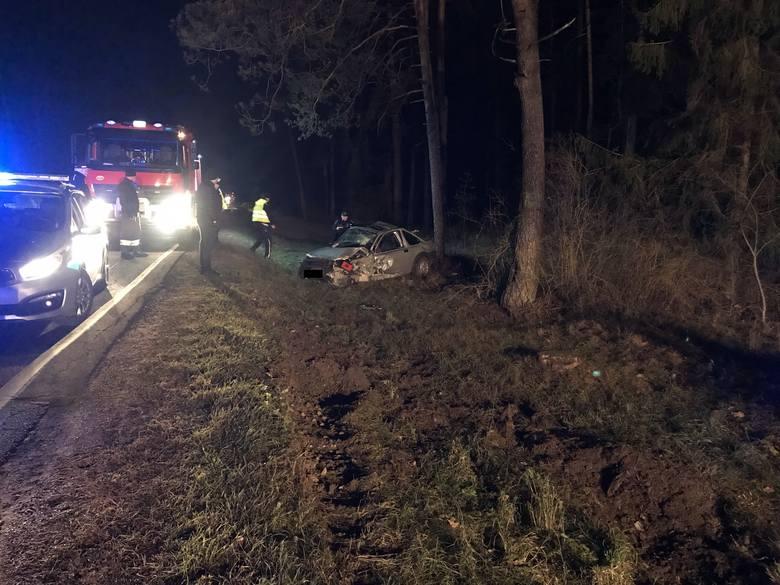 Kierujący ciężarówką zaczął cofać w niedozwolonym miejscu. Wtedy doszło do zderzenia z nadjeżdżającym osobowym volvo.