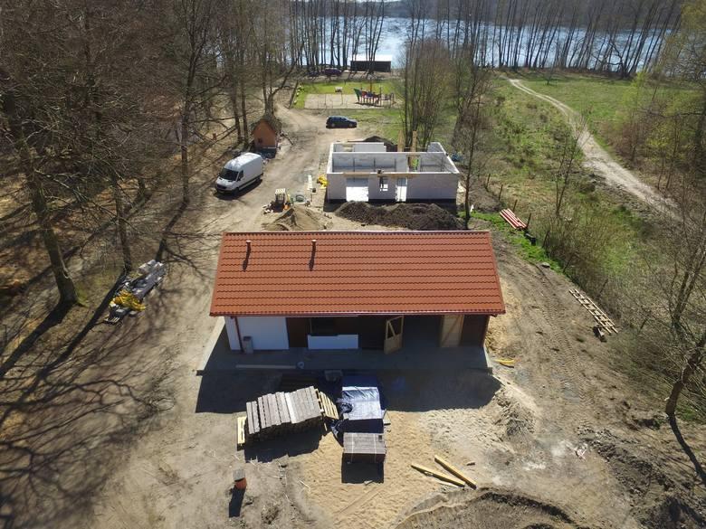 """W ośrodku """"Sobótka"""" w gminie Kępice dobiega końca pierwszy etap prac remontowych. Otwarcie w czerwcu pierwszego dnia lata. Zagrają"""
