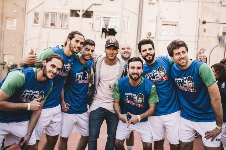 Neymar zaprasza do udziału w światowym turnieju piłkarskim
