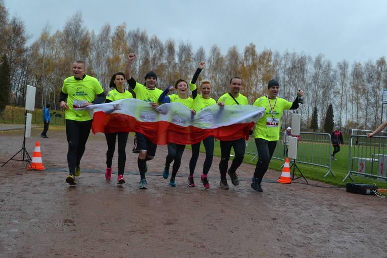 Bieg Niepodległości w Czechowicach-Dziedzicach. Wystartowało pół tysiąca biegaczy [ZDJĘCIA]