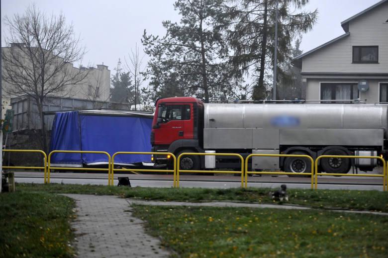 Na drodze krajowej nr 10 w Lipnie doszło w piątek (9 listopada) około godziny 4.00 do groźnego wypadku. Kierujący samochodem dostawczym wyjeżdżając na