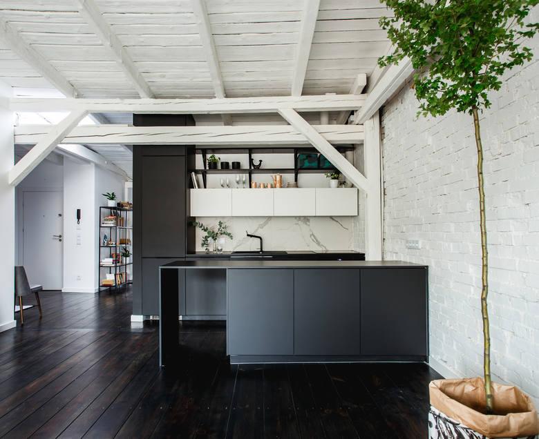 Loft na poddaszu - mieszkanie Katarzyny Małkiewicz