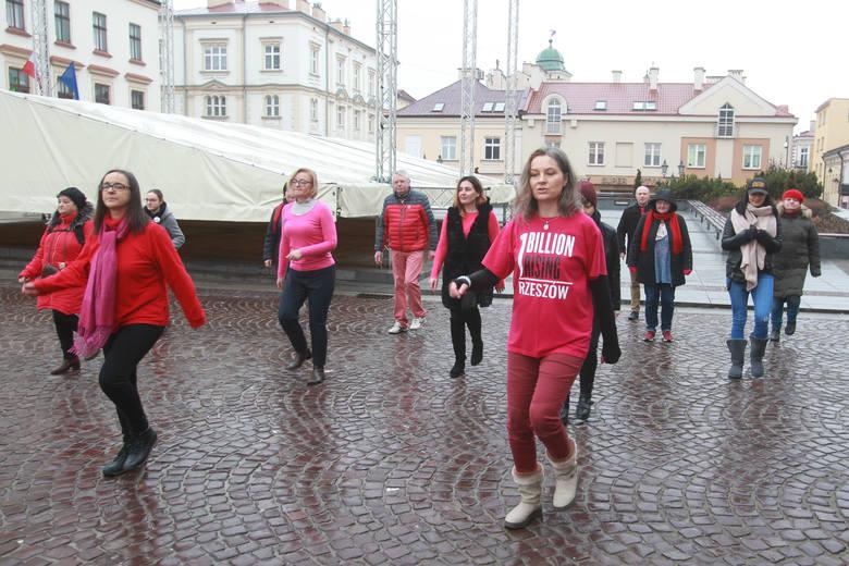 Nazywam się Miliard. Taniec na rzeszowskim Rynku przeciwko przemocy seksualnej [ZDJĘCIA, WIDEO]