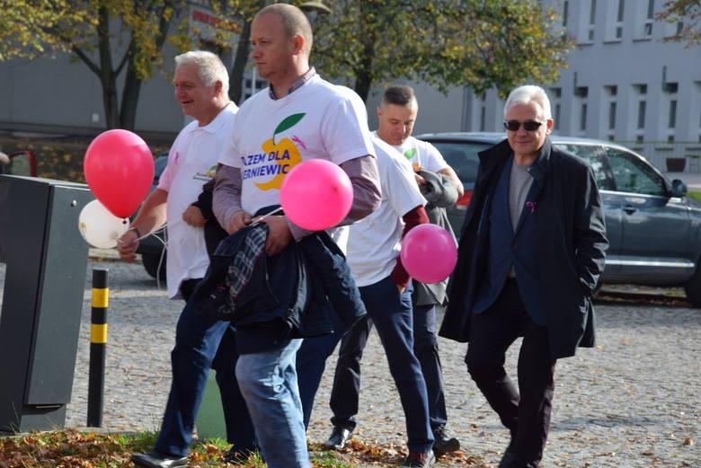 Marsz kobiet promujący badania profilaktyczne piersi w Skierniewicach [ZDJĘCIA, FILM]