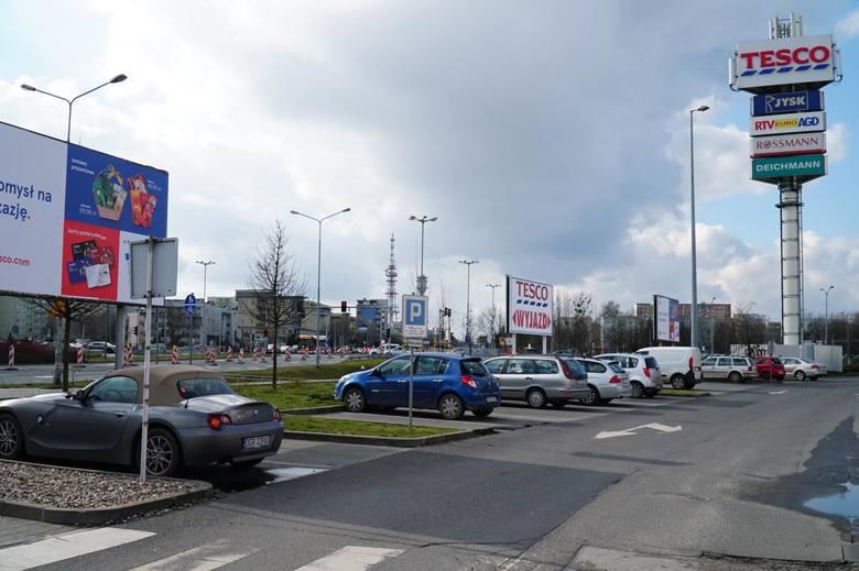 Spółka Kaufland Polska przejmie centrum handlowe Tesco przy ul. Opieńskiego w Poznaniu. Zgodę wyraził UOKiK.