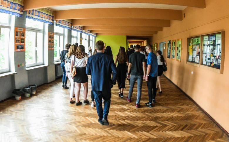 Początek roku szkolnego w VII LO w Bydgoszczy.