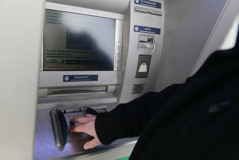 Wypłaty z bankomatów: Czy klientów czekają wysokie podwyżki? Wszystko przez wyrok Trybunału Sprawiedliwości Unii Europejskiej