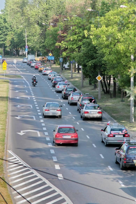 W tym rejonie Krakowa, czyli na Grzegórzkach, osoby odbywające egzamin na prawo jazdy, regularnie popełniają również poważny błąd podczas skrętu z al.