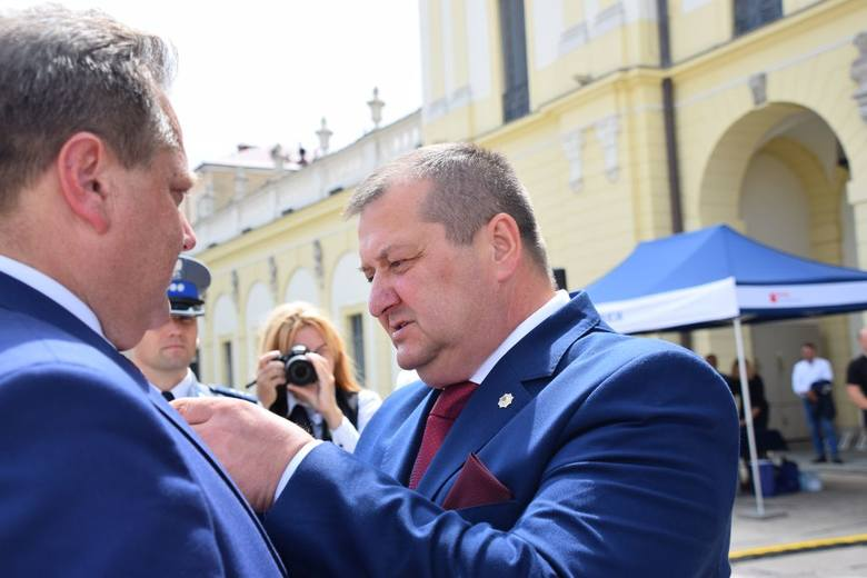 Komendant Główny Policji wraz ministrem Jarosławem Zielińskim wręczali odznaczenia, odznaki i akty mianowania na wyższe stopnie policyjne. Obchody 97.
