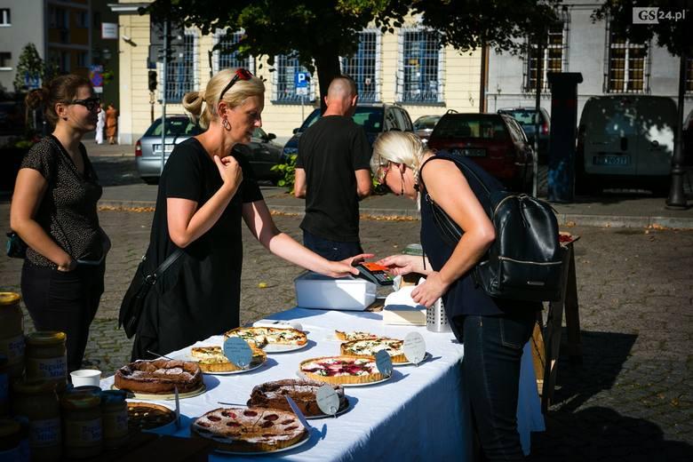 Sąsiedzkie śniadanie na placu Orła Białego w Szczecinie
