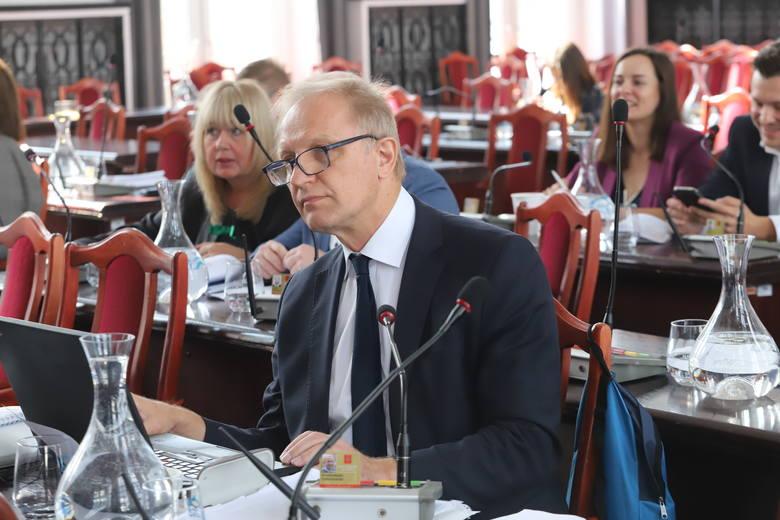 Podczas środowej sesji Rady Miejskiej w Łodzi zapadła decyzja o przeznaczeniu 9 mln zł na pokrycie strat spółek i centrum medycznego, aby nie straciły