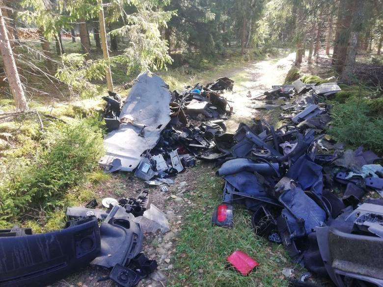 W lesie w pobliżu Buszyna na terenie Nadleśnictwa Polanów ktoś wyrzucił  ogromną ilość odpadów samochodowych. Leśnicy obiecują wysoką nagrodę pieniężną