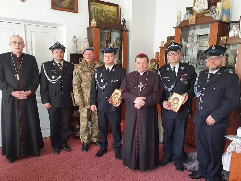 """Sukces akcji """"Wielkanocna paczka dla Kresowiaka od strażaka"""" w Lublińcu"""