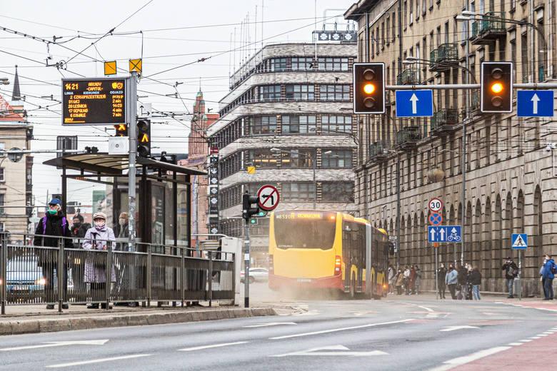 Wrocław aż się kurzy! Skąd tyle pyłu na ulicach w centrum miasta?