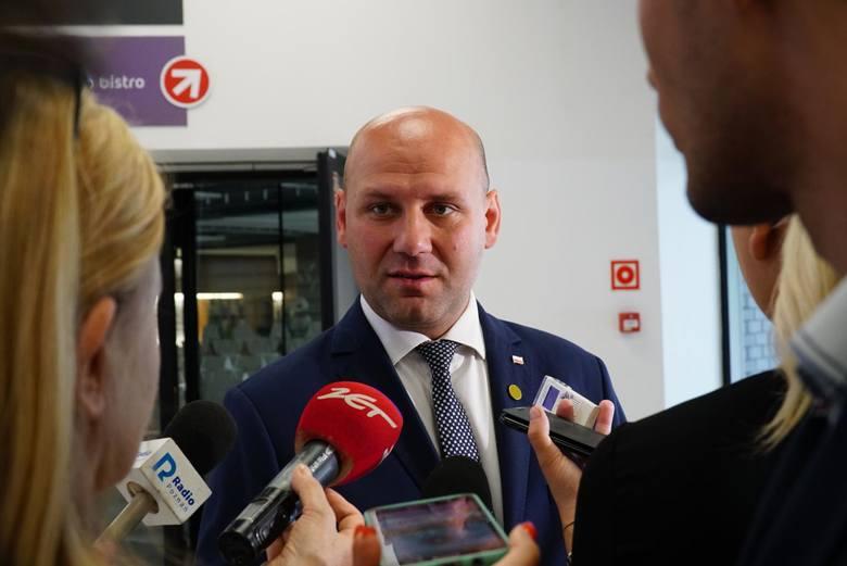 Wiceminister spraw zagranicznych Szymon Szynkowski vel Sęk ma wystartować z trzeciego miejsca poznańskiej listy PiS.
