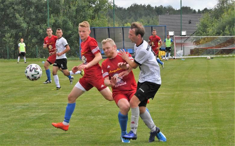 Na inaugurację klasy okręgowej Wicher Miedziana Góra pokonał Victorię 2015 Skalbmierz 3:2.