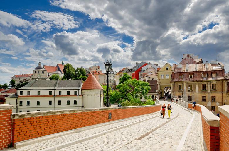 W liczącym 50. pozycji rankingu w ostatniej dziesiątce znalazły się następujące miasta i powiaty:50. Tychy – 4917 zł49. Bydgoszcz – 4957 zł48. Toruń