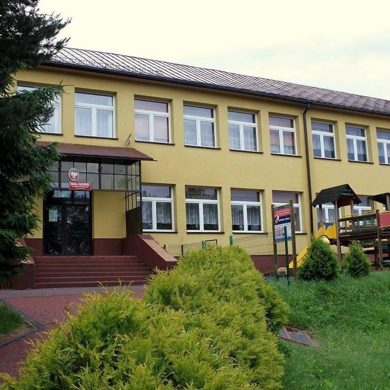 Kategoria: SZKOŁA ROKU 2018Szkoła Podstawowa, Racławice 329Dydaktycy uczący w tym miejscu stawiają na wychowanie przez sztukę. - W naszej szkole działa