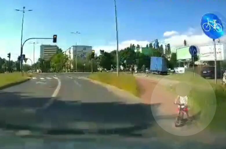 Do zdarzenia doszło na ulicy Gnieźnieńskiej - w rejonie skrzyżowania z ul. Szubińską w Bydgoszczy
