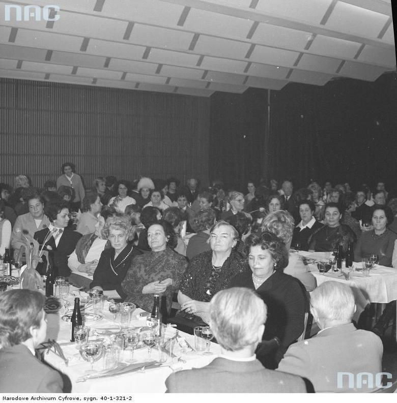 Dzień Kobiet w czasach PRL na archiwalnych zdjęciach