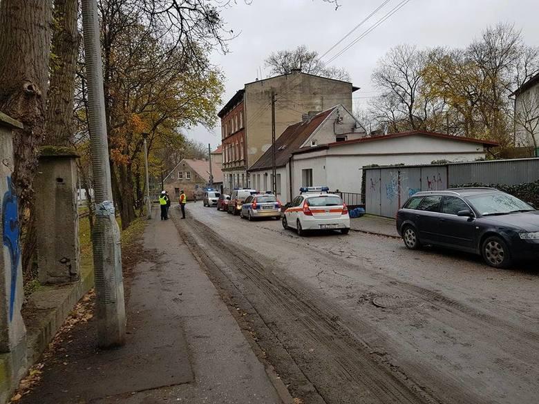 W niedzielne popołudnie mieszkańcy budynku przy Babiej Wsi 8 w autobusie czekali na decyzję Inspektora Nadzoru Budowlanego, czy mogą wrócić do domu.