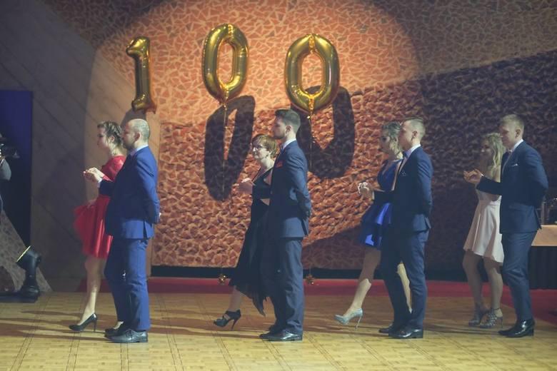Kolejna studniówka za nami! Zobaczcie, jak w Centrum Kulturalno-Kongresowym Jordanki, bawili się uczniowie III Liceum Ogólnokształcącego w Toruniu.