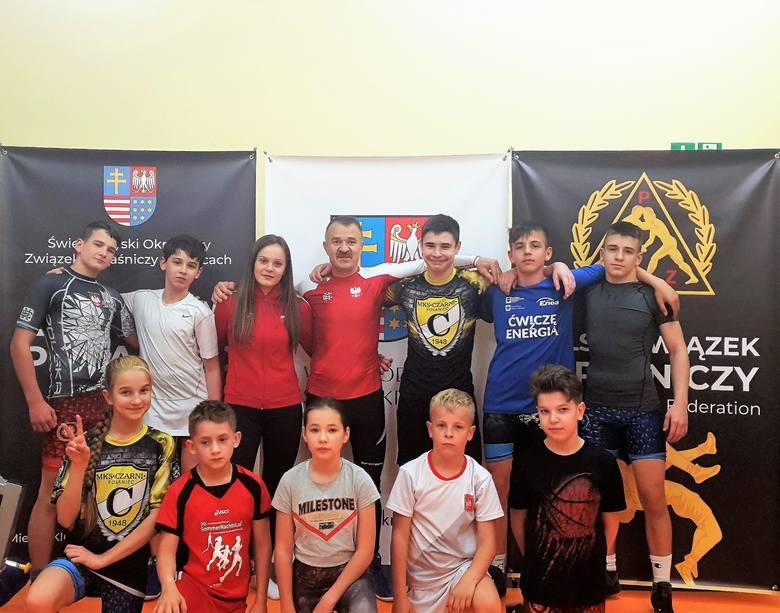 Weronika Kapinos z Czarnych Połaniec zdobyła srebrny medal mistrzostw Polski juniorek w zapasach [ZDJĘCIA]