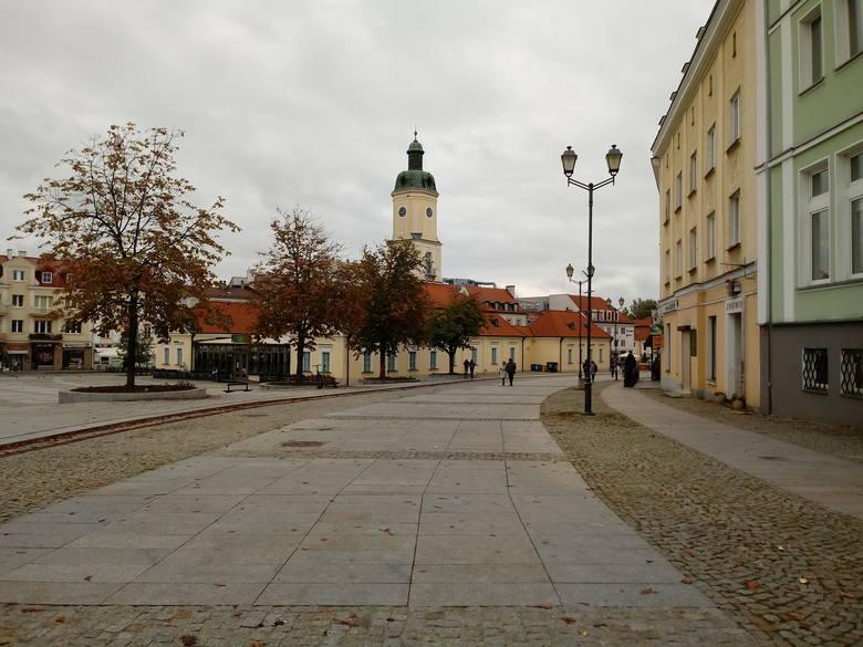 W sobotnie przedpołudnie centrum Białegostoku niemal opustoszałe. Ludzie woleli zostać w domach. Trudno jednak stwierdzić, czy powodem była aura, pora