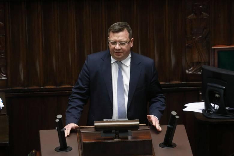 Michał Wójcik krytycznie o pomyśle wprowadzenia tak zwanych paszportów covidowych. Mogą być niezgodne z konstytucją?