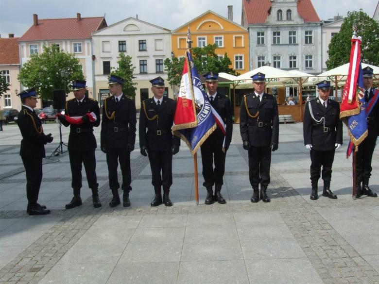 Dziś (piątek), w Chełmnie  odbyły się uroczystości z okazji Dnia Strażaka. Wręczono szereg  odznaczeń i awansów dla strażaków z powiatów chełmińskiego