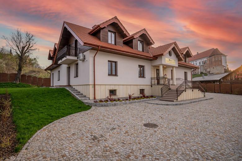Na turystycznej mapie Sandomierza pojawił się nowy obiekt dla osób odwiedzających królewskie miasto. To Zamkowe Apartamenty, które wkrótce przyjmą swoich