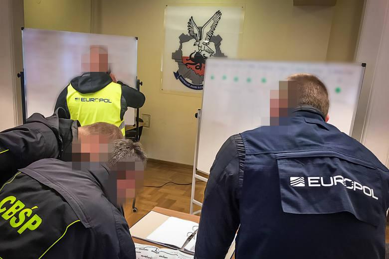 Śledztwo dotyczące zorganizowanej grupy przestępczej, której członkowie są podejrzani o przestępstwa o charakterze rozbójniczym oraz organizowanie nielegalnych