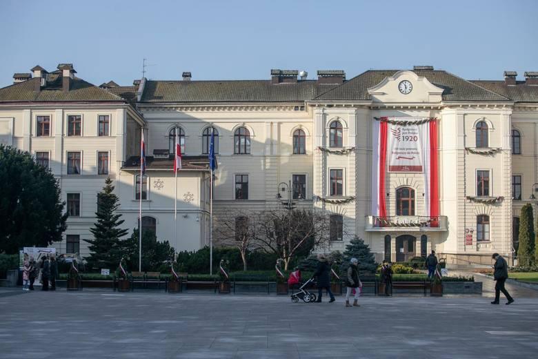 W mieście coraz bardziej czuć klimat zbliżającego się święta z okazji 100. rocznicy odzyskania przez Bydgoszcz niepodległości. Biało-czerwone barwy pojawiły