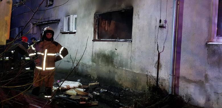 Pomieszczenia są spalone, z okien wystrzeliły szyby. Straty w wyniku wybuchu wstępnie oszacowano na 30 tysięcy złotych.