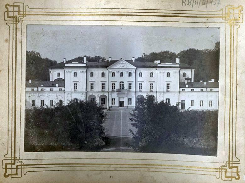 Muzeum Podlaskie posiada niezwykłą kolekcję zdjęć Białegostoku sprzed I wojny światowej. Zobacz, jak wyglądało kiedyś nasze miasto. Na zdjęciu: Pałac