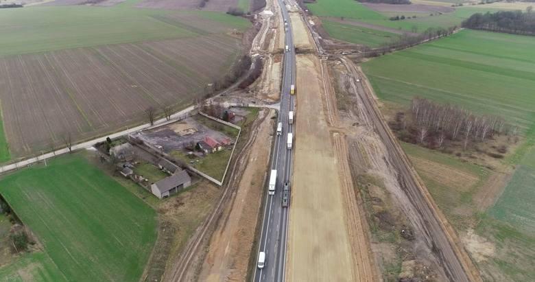 Budowa autostrady A1. Odcinek E, to ostatnia już część A1 budowana w województwie śląskim. Obecnie to wciąż trasa DK1. To po jej śladzie pobiegnie autostrada