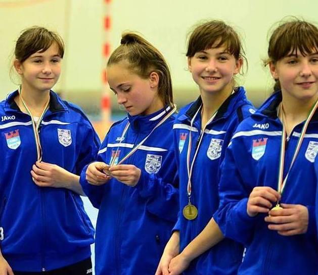 Trojaczki z Bielawy Zuzanna, Teresa i Martyna Kruk mają smykałkę do piłki nożnej