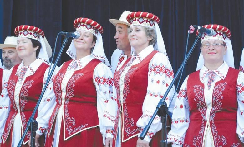 W tym dniu również Chór Pieśni i Tańca Wasiloczki uprzyjemniał czas mieszkańcom Bielska Podlaskiego