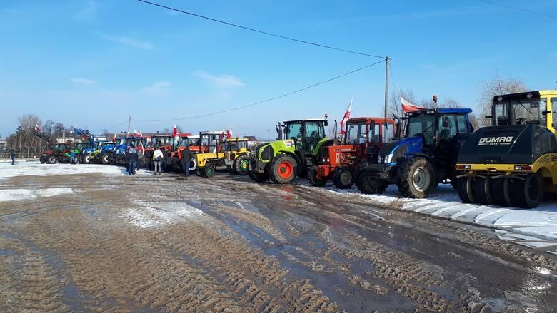 Protesty rolników w Żninie i okolicach. Ciągniki spowalniają ruch
