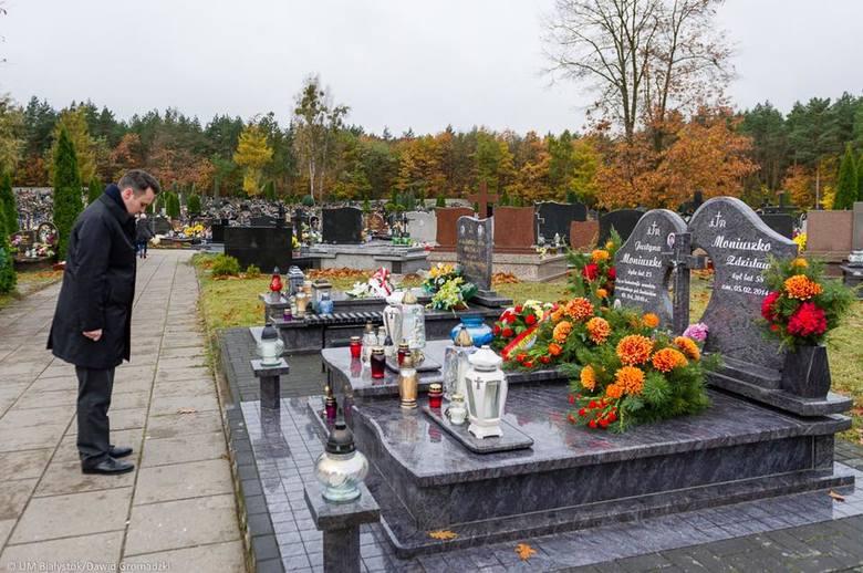 Delegacja Urzędu Miejskiego, jak co roku, odwiedziła dziś białostockie cmentarze. W imieniu prezydenta Białegostoku na mogiłach osób zasłużonych dla