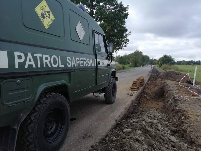 Gorlice. Wybuchowe odkrycie. Magazyn pocisków znaleziony podczas remontu drogi w Rozdzielu. Wydobyto ich już 260!