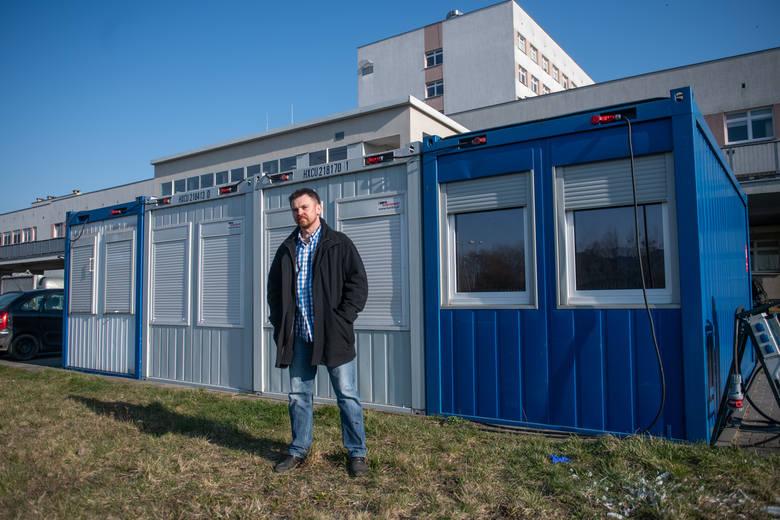 Doktor Jacek Górny, szef Szpitalnego Oddziału Ratunkowego w miejskim szpitalu im. Józefa Strusia przy ul. Szwajcarskiej (dziś to szpital zakaźny), a także rzecznik placówki.
